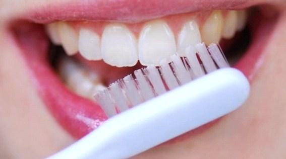 Evde Doğal Diş Macunu Nasıl Yapılır?