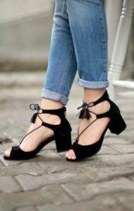 sıcak havalarda ipli ayakkabı terletir