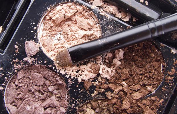 Kırılan Makyaj Malzemelerinizi Hemen Çöpe Atmayın