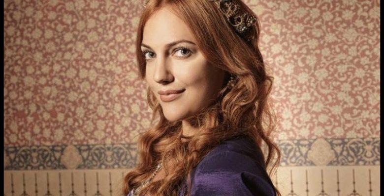 Meryem Uzerli Saç Modelleri